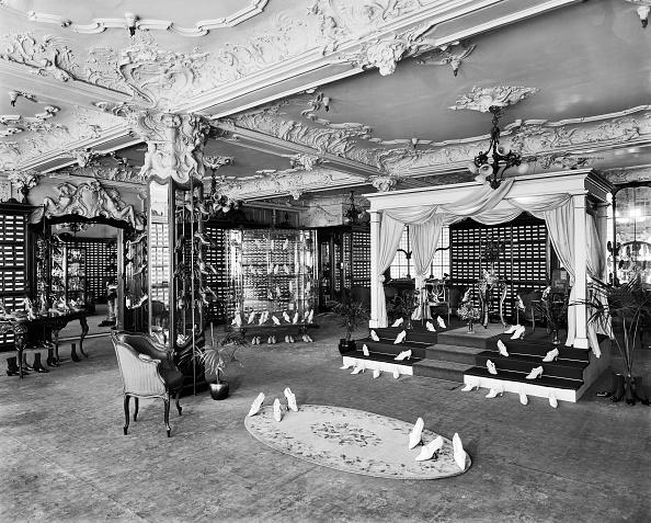 Ceiling「Ladies Shoe Department」:写真・画像(7)[壁紙.com]