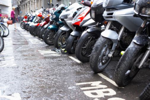 Motorcycle「Row of motorcycles parked on wet street」:スマホ壁紙(4)