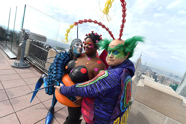 "Visit「Cirque Du Soleil ""OVO"" Visits The Top Of The Rock」:写真・画像(15)[壁紙.com]"