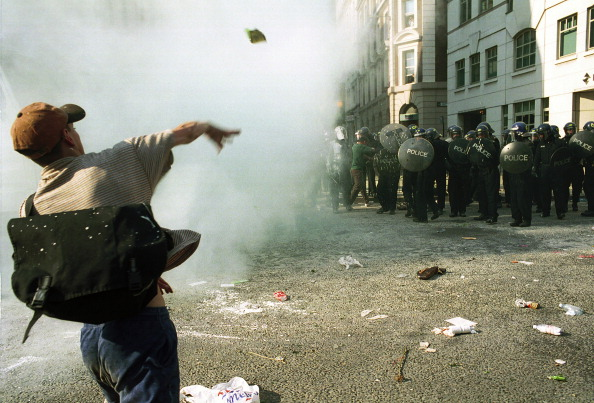 Social Issues「G8 Protester With Riot Police」:写真・画像(13)[壁紙.com]