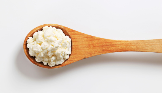 Cottage Cheese「cottage cheese on a wooden spoon」:スマホ壁紙(4)