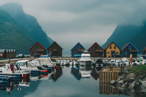 Awe「Tiny colorful houses near fjord in Norway」:スマホ壁紙(10)