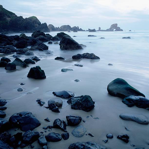 Rocky ocean beach:スマホ壁紙(壁紙.com)