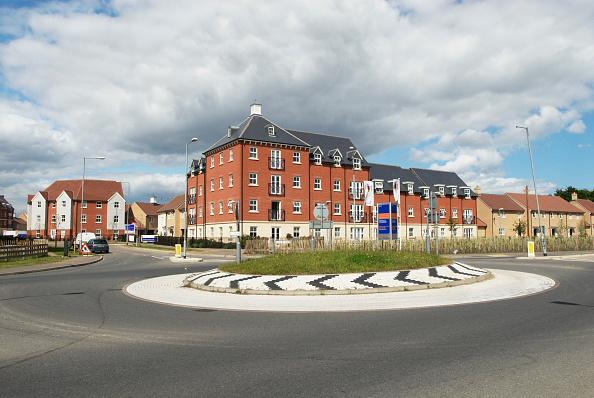 Housing Development「Roundabout junction built near a housing development, Colchester, Essex, UK」:写真・画像(19)[壁紙.com]