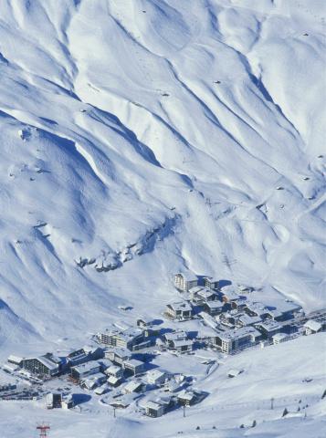 Ski Resort「Ski resort in mountains」:スマホ壁紙(18)