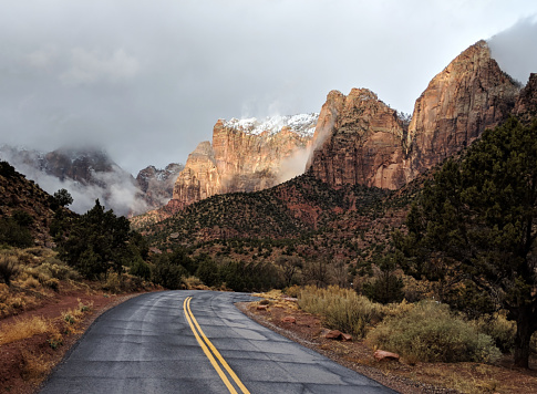 Utah「Snow on peaks and clearing clouds on scenic road in Zion National Park Utah」:スマホ壁紙(11)