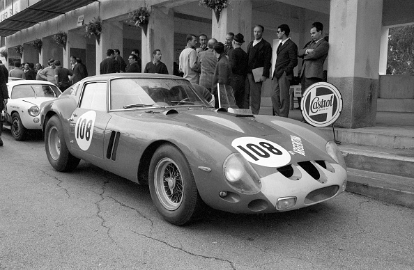 Medium Group Of People「Ferrari GTO」:写真・画像(17)[壁紙.com]