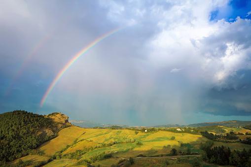 虹「嵐の前」:スマホ壁紙(13)