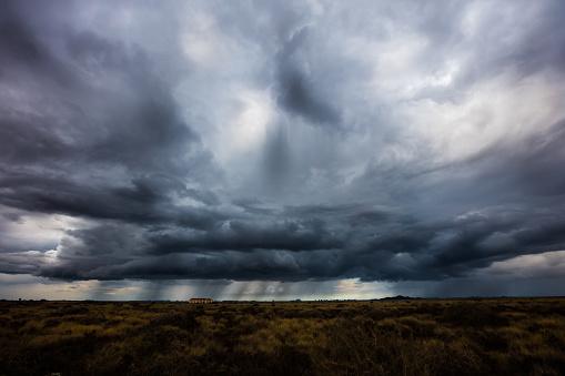 胸を打つ「嵐の前」:スマホ壁紙(7)