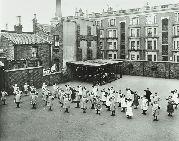Tower Hamlets「Open Air Exercise Class, Ben Jonson School, Stepney, London, 1911. Artist: Unknown.」:写真・画像(10)[壁紙.com]