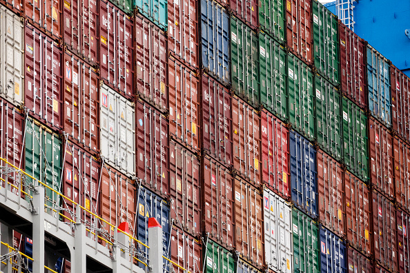 Economy「Ultra-Large Container Ship MOL Triumph Arrives At Hamburg Port」:写真・画像(2)[壁紙.com]