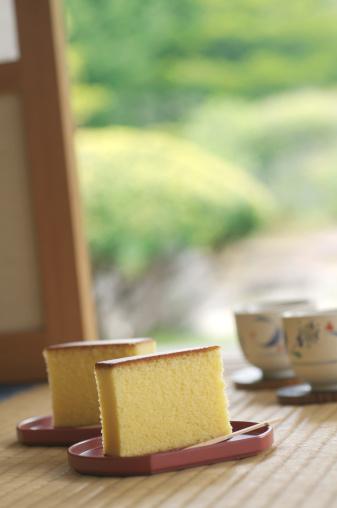 Wagashi「Japanese sponge cakes in a tea room」:スマホ壁紙(3)