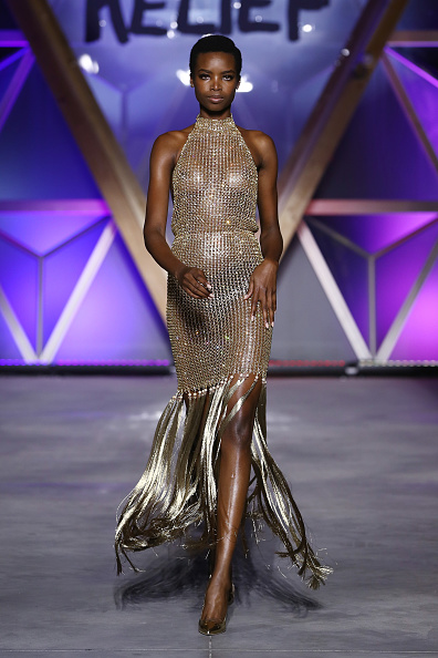 Gold Dress「Runway - Fashion For Relief Cannes 2018」:写真・画像(7)[壁紙.com]