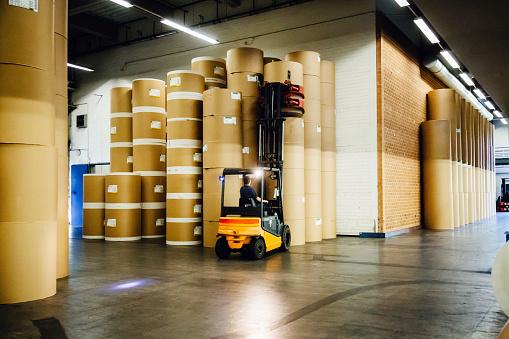 Mode of Transport「Forklift in Huge Paper Storage Hall」:スマホ壁紙(13)