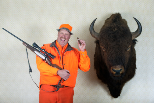 雪「Hunter with mounted Buffalo head」:スマホ壁紙(0)