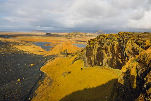 Basalt「Over black beach wild Arctic Ocean surf Iceland」:スマホ壁紙(10)