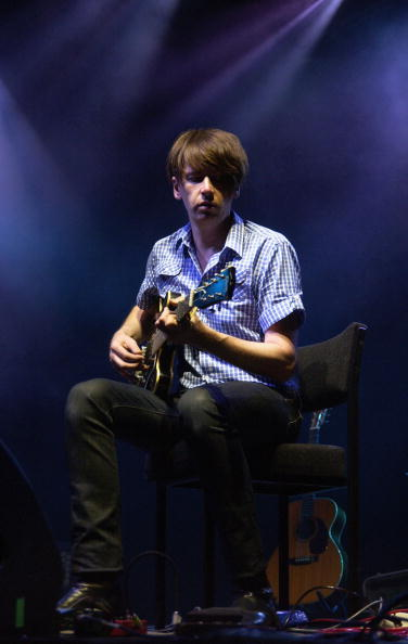 Bernard Butler「Somerset House Series - Bert Jansch ft. Beth Orton and Bernard Butler」:写真・画像(18)[壁紙.com]