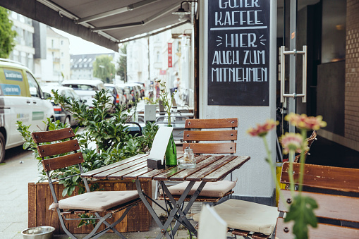 City「Exterior view of an empty street cafe」:スマホ壁紙(7)