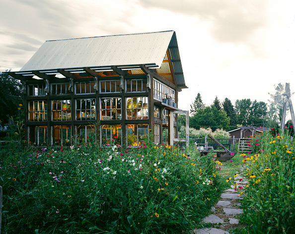 Uncultivated「Exterior view of home made greenhouse in Lindon, Utah. USA.」:写真・画像(3)[壁紙.com]