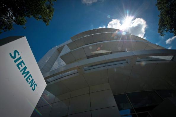 Siemens「Joe Kaeser Replaces Peter Loescher As Siemens CEO」:写真・画像(4)[壁紙.com]