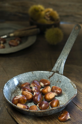 chestnut「Pan with sweet chestnuts」:スマホ壁紙(19)