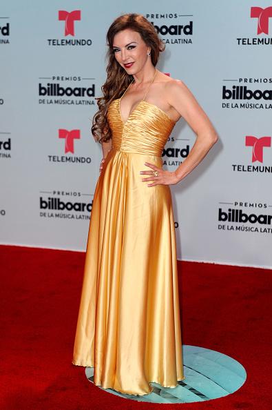 ドレス「Billboard Latin Music Awards - Arrivals」:写真・画像(1)[壁紙.com]