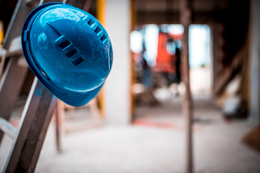 Engineer「Helmet on construction site」:スマホ壁紙(6)