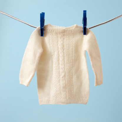Baby Shower「Hanging baby sweater」:スマホ壁紙(14)