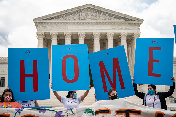 Supreme Court「Supreme Court Rules President Trump Can Not End The Deferred Action For Childhood Arrivals (DACA) Program」:写真・画像(14)[壁紙.com]