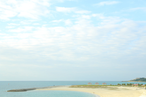 雲「View of empty beach, Japan」:スマホ壁紙(4)