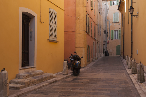Motorcycle「St Tropez street scene」:スマホ壁紙(17)