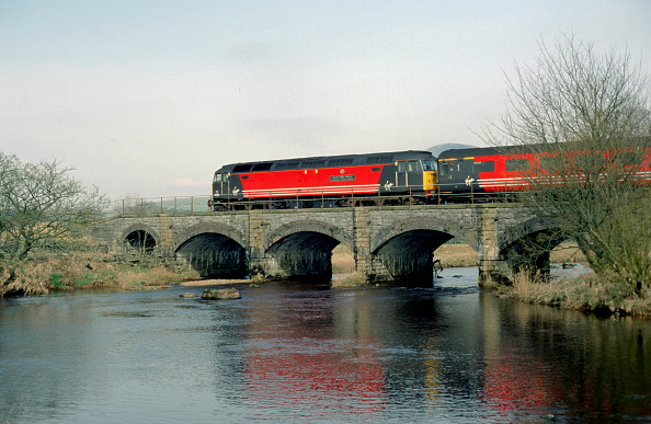 Valley「No.47828 Severn Valley crosses Heiwith Bridge with a Virgin Bournemouth to Edinburgh service 23.03.02. (Past CrossCountry)」:写真・画像(19)[壁紙.com]