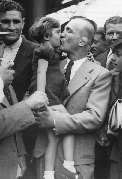 Unrecognizable Person「French Boxer Marcel Thil And His Daughter Dany. Paris. France. Photograph. Ca. 1935.」:写真・画像(10)[壁紙.com]