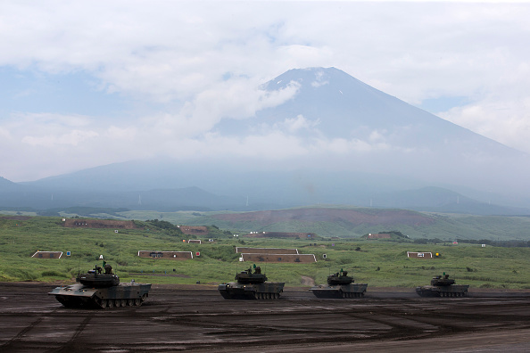 静岡県「JGSDF live-fire exercise Amid Rising Tension Between North Korea And US」:写真・画像(4)[壁紙.com]