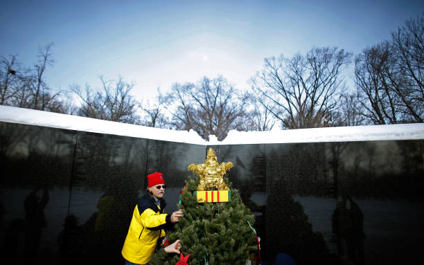 Vietnam Vets Hold Christmas Tree Ceremony At Memorial In DC:ニュース(壁紙.com)