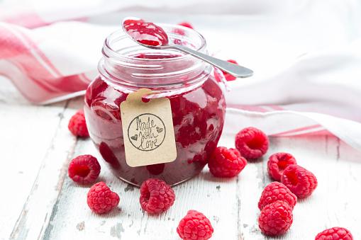 Preserves「Spoon and jar of raspberry jam and raspberries」:スマホ壁紙(13)