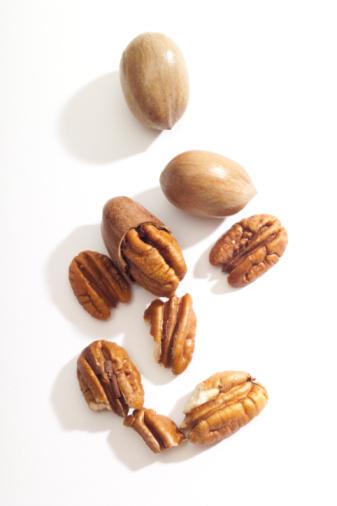 Pecan「Pecan nuts, close-up」:スマホ壁紙(11)