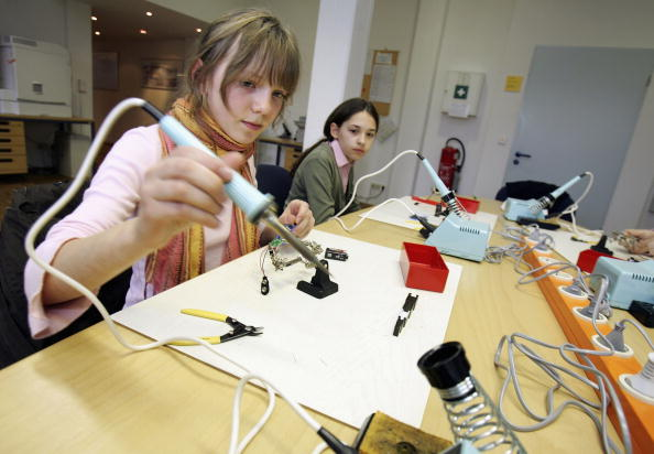 Soldered「Girlsday at Fritz-Haber Institute」:写真・画像(11)[壁紙.com]