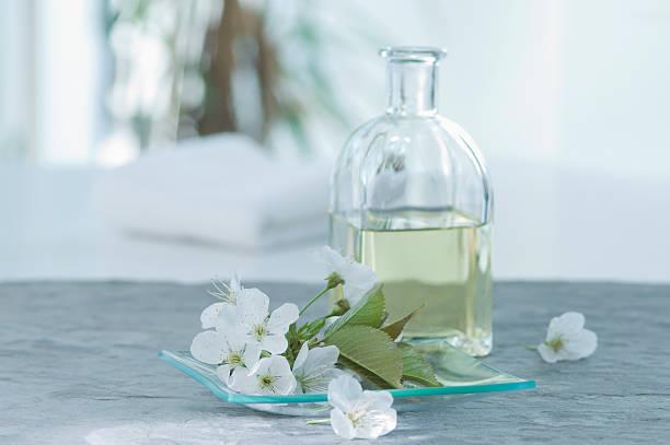 Cherry blossom with aroma oil, close up:スマホ壁紙(壁紙.com)
