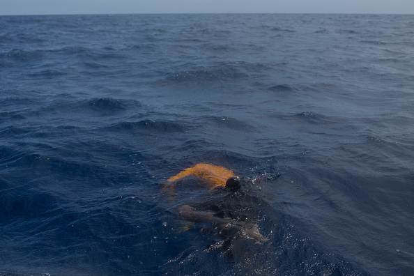 Capsizing「Search And Rescue Enters Peak Season For MOAS Operations」:写真・画像(3)[壁紙.com]