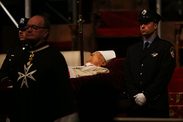 Religious Mass「Funeral For Edward Cardinal Egan Held In New York City」:写真・画像(13)[壁紙.com]