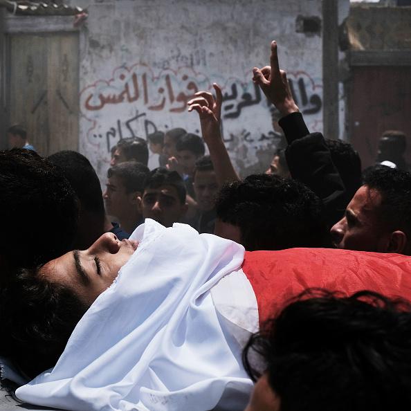 Gaza Strip「Funeral Held For Palestinian Teenager Killed In Israeli Gaza Border Protests」:写真・画像(4)[壁紙.com]