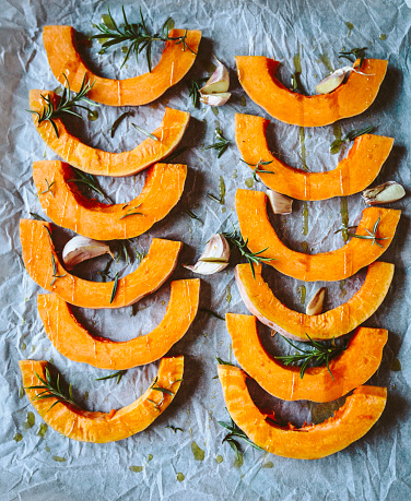 Garlic Clove「Slices of pumpkin, garlic, rosemary and olive oil on baking paper」:スマホ壁紙(11)