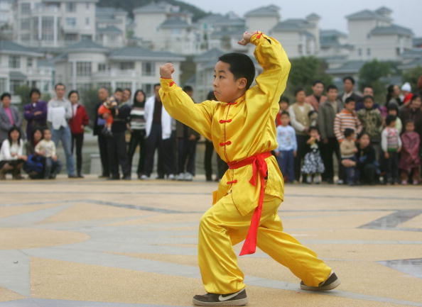 Cancan Chu「A Lion Dance Group Perform For The New Year In Jiangmen Of China」:写真・画像(2)[壁紙.com]