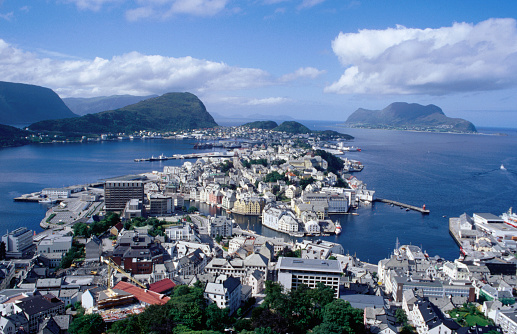 Aksla「City and harbour from Kniven overlook on Aksla hill, Alesund, Norway」:スマホ壁紙(3)