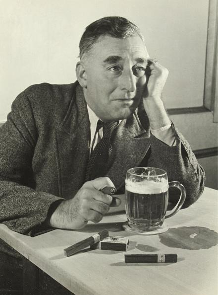 Crockery「Man With Beer Stein And Cigar」:写真・画像(12)[壁紙.com]