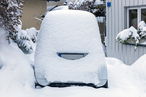 Compact Car「Snow-covered compact car, Germany」:スマホ壁紙(19)