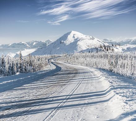 Yukon「snow-covered mountain road at Yukon,Canada」:スマホ壁紙(10)