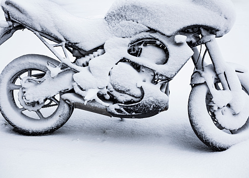 Motorcycle「Snow-covered motorcycle」:スマホ壁紙(3)