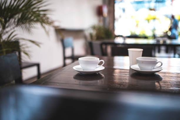 Relaxing ambient in coffee shop:スマホ壁紙(壁紙.com)